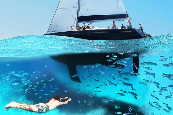 Daily sailing with Exclusive Boat in the Arcipleago of La Maddalena