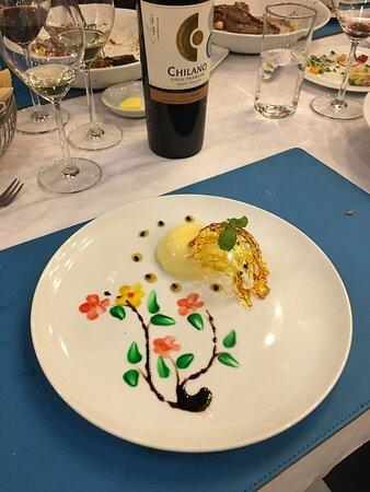 Dessert mango cream cake