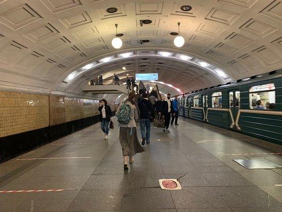 Lenin Library Metro Station