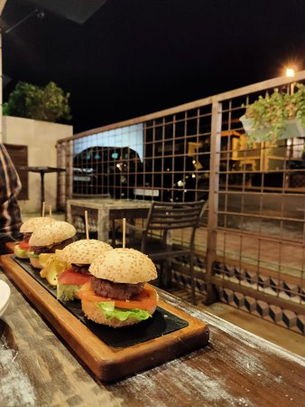 Estas son las hamburguesas de vaca, de los demás platos no hay fotos porque nos lo comimos super deprisa (estaba todo riquísimo).