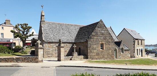 La Chapelle Sainte Anne des rochers à Trégastel Coeur de la Côte de Granit Rose.