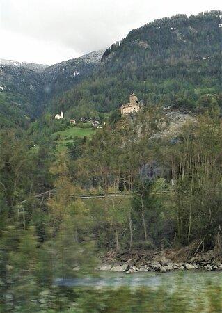 "Engadin St. Moritz, Thụy Sỹ: Burgen an ""Albulalinie"" von Thusis nach St.Moritz"