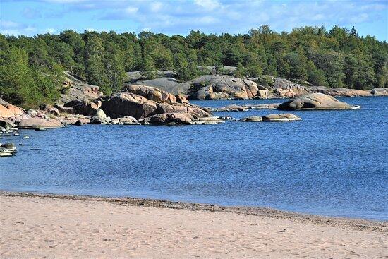 Spiaggia ad Hanko, costa sudoccidentale della Finlandia.  Cliccare sulla foto per vederla come scattata.