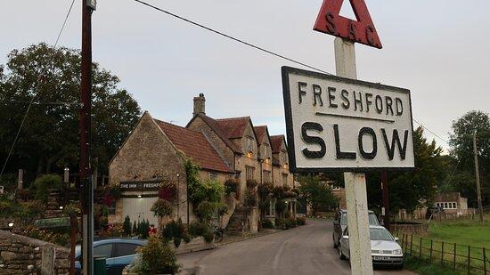Freshford, UK: Inn at the edge of the Village