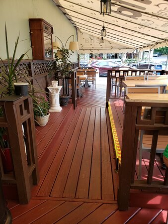 Glenside, PA: Covered outdoor dining with space heaters