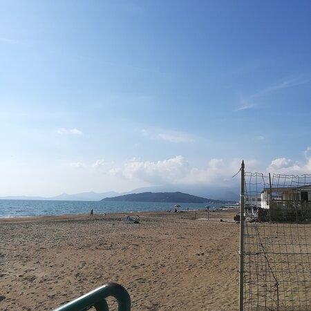 La spiaggia di Scauri, oggi.