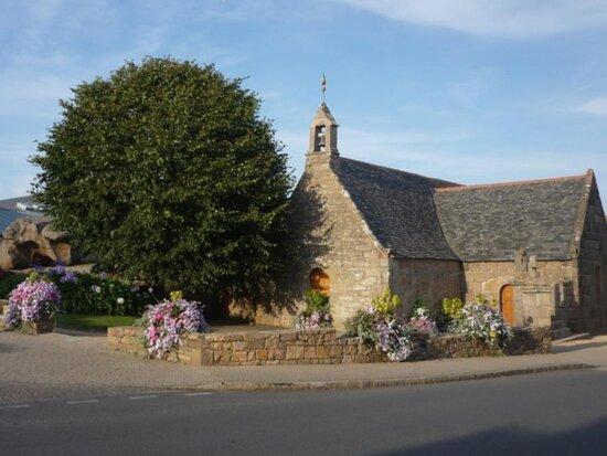 Eglise Sainte-Anne à Trégastel