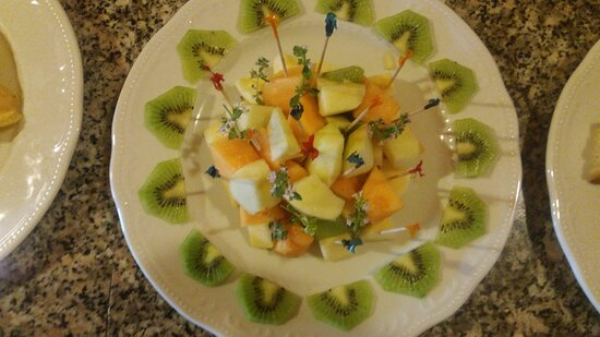 Lucinasco, Italy: una bellissima presentazione di una buonissima macedonia di frutta fresca