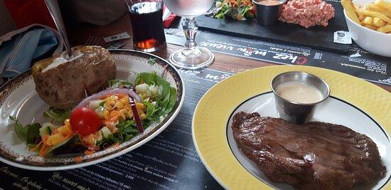 Bavette aloyau aux maroilles, avec pomme de terre au four et crème fraîche avec petite jardinière de légumes
