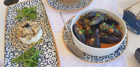 unsere Vorspeise: Meeresfrüchtetartar und Muscheln