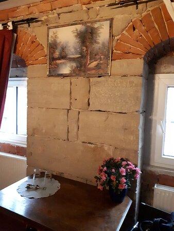 Zeitz, Germany: Zimmer im 1. OG mit Blick in den Hof, hier das Fenster zur Hofseite