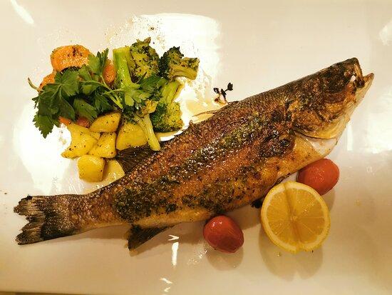 Reichertshausen, Allemagne : Fisch vom Grill