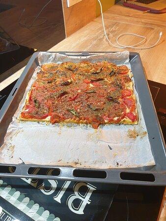 Montreal, Frankrijk: Voici la tarte à la tomate que j'ai faites avec les tomates bio que nos voisins nous on donné ! Les tomates était excellentes, encore un grand merci et à l'année prochaine <3