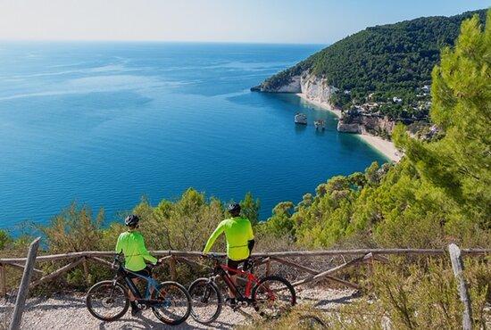 """Mattinata, Italia: Garganauti tour - Vista Panoramica """"Baia delle Zagare"""""""