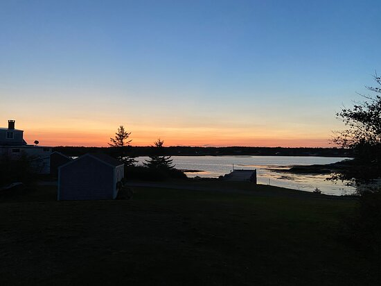 Tenants Harbor, ME: Beautiful bay view at sunset from cottage entrance