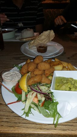 Shalfleet, UK : Perfectly cooked scampi and amazing chips!