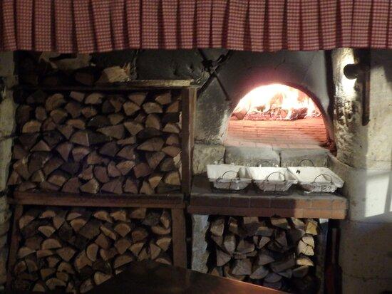 Rou-Marson, Ranska: Four à bois