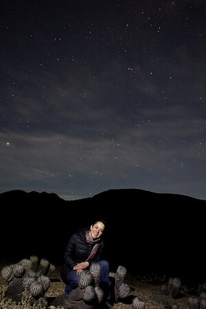 Junto a l@s amig@s  de @soycaravanero estuvimos astrofotografiando en el xerófito valle de copiapoas, observando astros como Júpiter y constelaciones como escorpión a ojo desnudo. Previa aparición de la Luna en conjunción con Marte.  A pocos minutos de Taltal es posible encontrar cielos prístinos con baja concentración lumínica, especial para cazadores estelares. En @kamanchaka_ecotour contamos con guías preparados para que  puedas conocer y aprender sobre el cielo y sus maravillas.