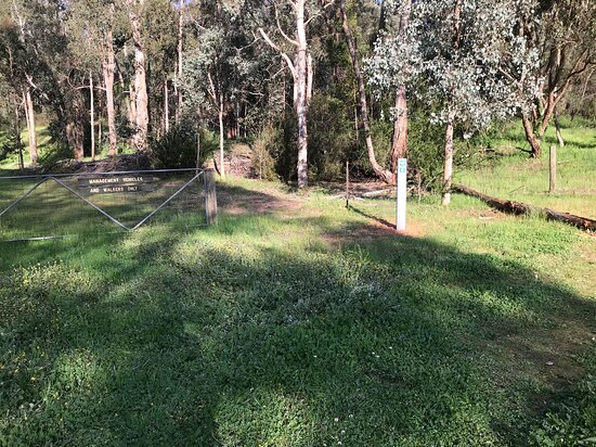Hume And Hovell Monument