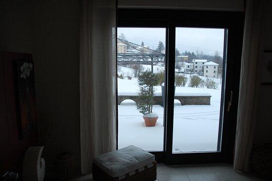 Tornolo, Italia: Vista dal piano terra con la neve