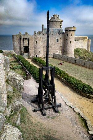 Plevenon, Francie: Fort La Latte est une magnifique forteresse dont il serait dommage d'éclipser sa visite lors d'un passage dans la région.
