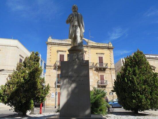 Statua di Domenico Cotugno
