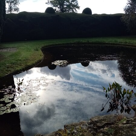 Doddington, UK: A view of the pond.