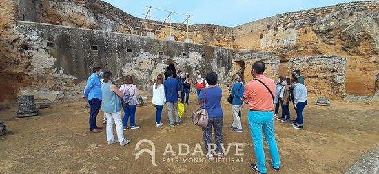 En la Necrópolis Romana (Conjunto Arqueológico de Carmona), un lugar muy especial para nosotros.  Realizamos actividades exclusivas contratados por la dirección del Conjunto e incluso lo hemos mostrado en Canal Sur TV.