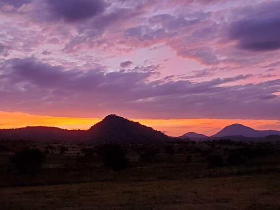 Moroto, Ouganda : One of many spectacular sunrises on the trip from our camp site