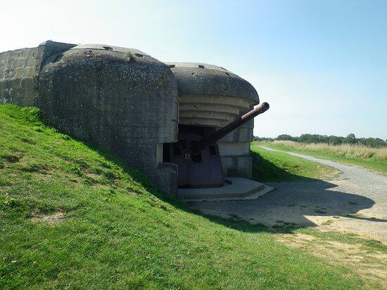 Longues-sur-Mer, France: une des 4 batteries du site