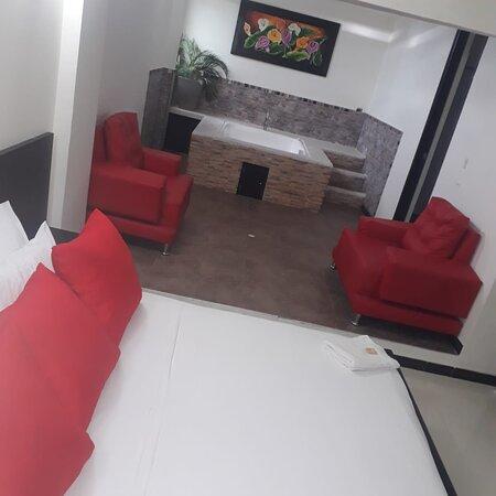 Tolima Department, Colômbia: Habitación Suite Presidencial,  dotada con cama king,  aire acondicionado, tv por cable parqueadero limitado