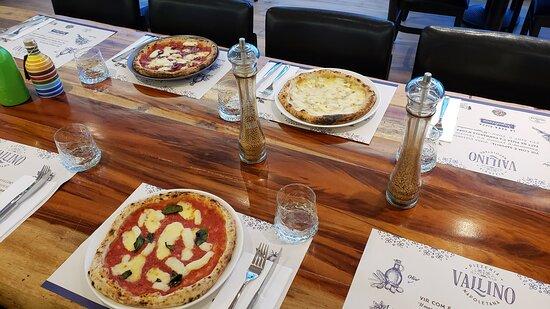 Nossas pizzas são individuais e possuem 28cm de diametro como toda pizza napoletana.