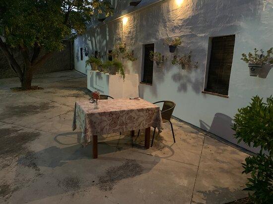 Almedinilla, Tây Ban Nha: Dinner in the courtyard