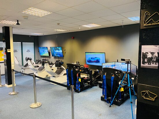 Farnborough, UK: 5 Professional Simulator setups available during COVID_19 guidance