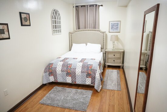 Union City, NJ: A better view of the queen size bed