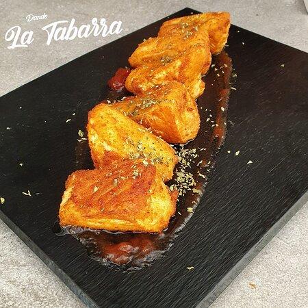 Mengibar, Tây Ban Nha: Queso brie frito con mermelada de tomate confitado.