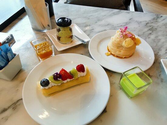 แบงค็อก เบกกิ้ง คอมพานี: Signature cakes made by Chef Gee, BBCO restaurant's Executive pastry chef inspired from his menu in The Next Iron Chef Thailand season 2 show.