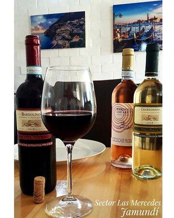 ¿Cual es su vino italiano preferido? ¿Bardolino, Chardonnay Villa Rocca o Bardolino Chiaretto? 🌹🍷