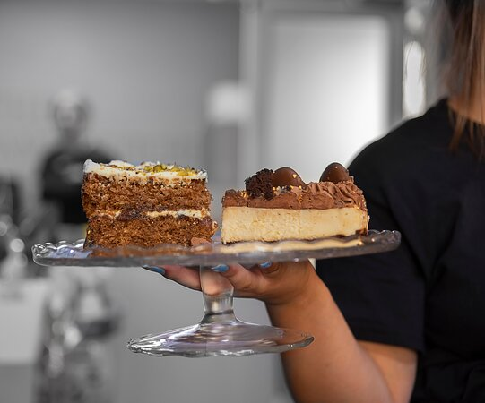 Homemade cakes and cheesecakes