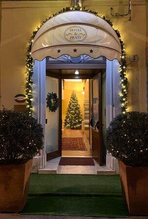 Ingresso Hotel addobbato per Natale