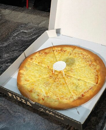 Pizza Margarita has sauce, gouda and mocarela cheese and oregano. All of pizza's has 3 sizes, the sm