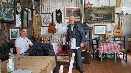Sogambros in seiner Taverne