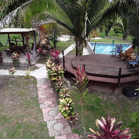 Unitedville, Belice: View of our pool and bbq area