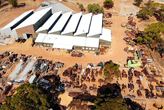 Nungarin, أستراليا: Birdseye view of the Nungarin Heritage Machinery and Army Museum backlots of Army and Farm machinery restorations