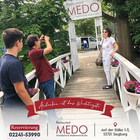 Machen Sie ein #TBT Andenken im Medo✨ Rufen Sie uns sofort an, damit wir Ihr Platz reservieren. 📞Reservierung: 02241-53990 #MEDORestaurant