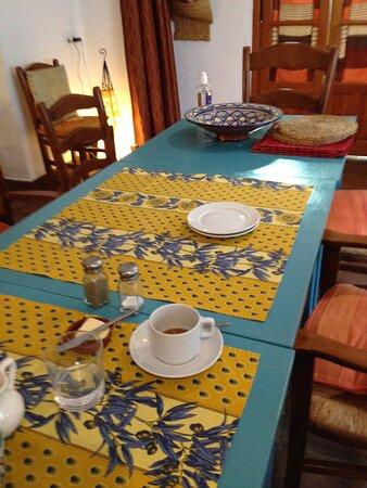 Cartajima, Španělsko: Zinging colours at the breakfast table