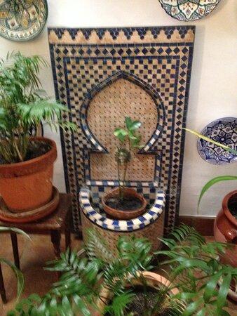 Cartajima, Španělsko: Pretty moorish fountain in the reception area