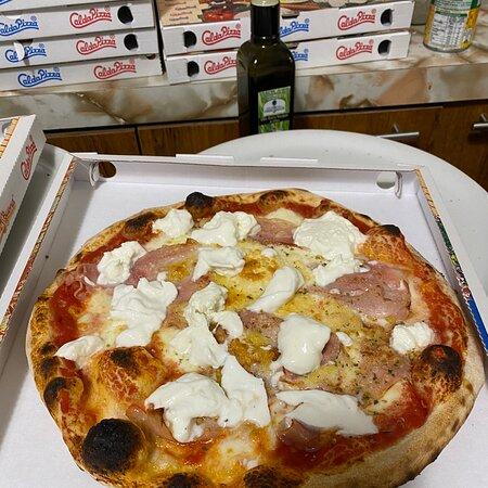 Genola, Ιταλία: Questa Si che è Pizza !!!!!