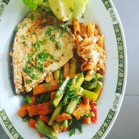 La Forchetta d'Oro: Espadon grillé  avec légumes SAUTÉ