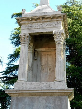 Mausoleo di Obulacco (particolare)